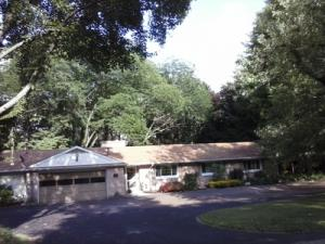 Single Family House in Niles