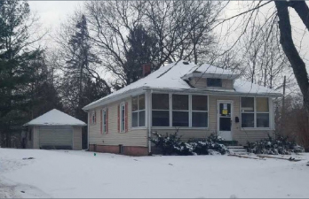 Single Family House in Albion