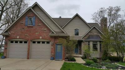 Single Family House in Howell